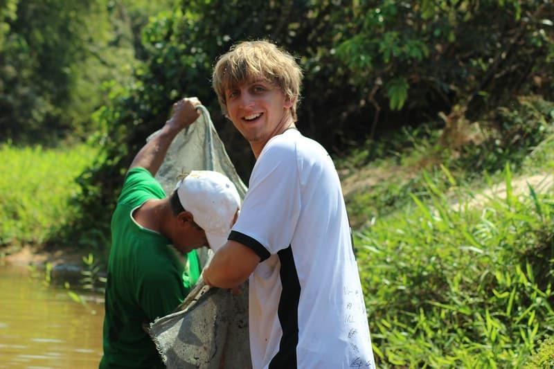 Daniel beim Fischen am Rio San Miguelito