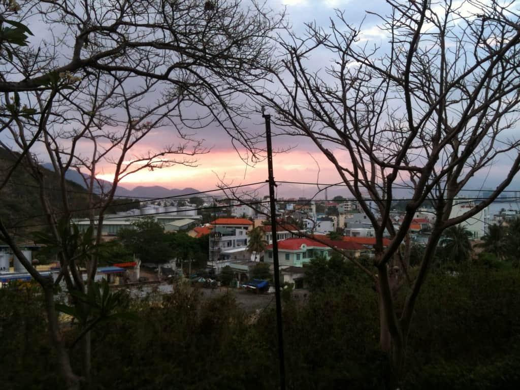 Blick auf Nha Trang bei Sonnenuntergang