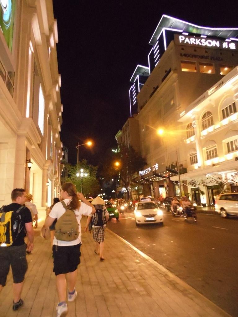 Saigon ist noch größer, lauter und voller