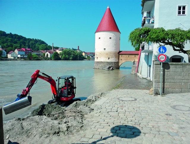 Foto: Aufräumarbeiten nach dem Hochwasser in Passau. Foto: Petra Fitz