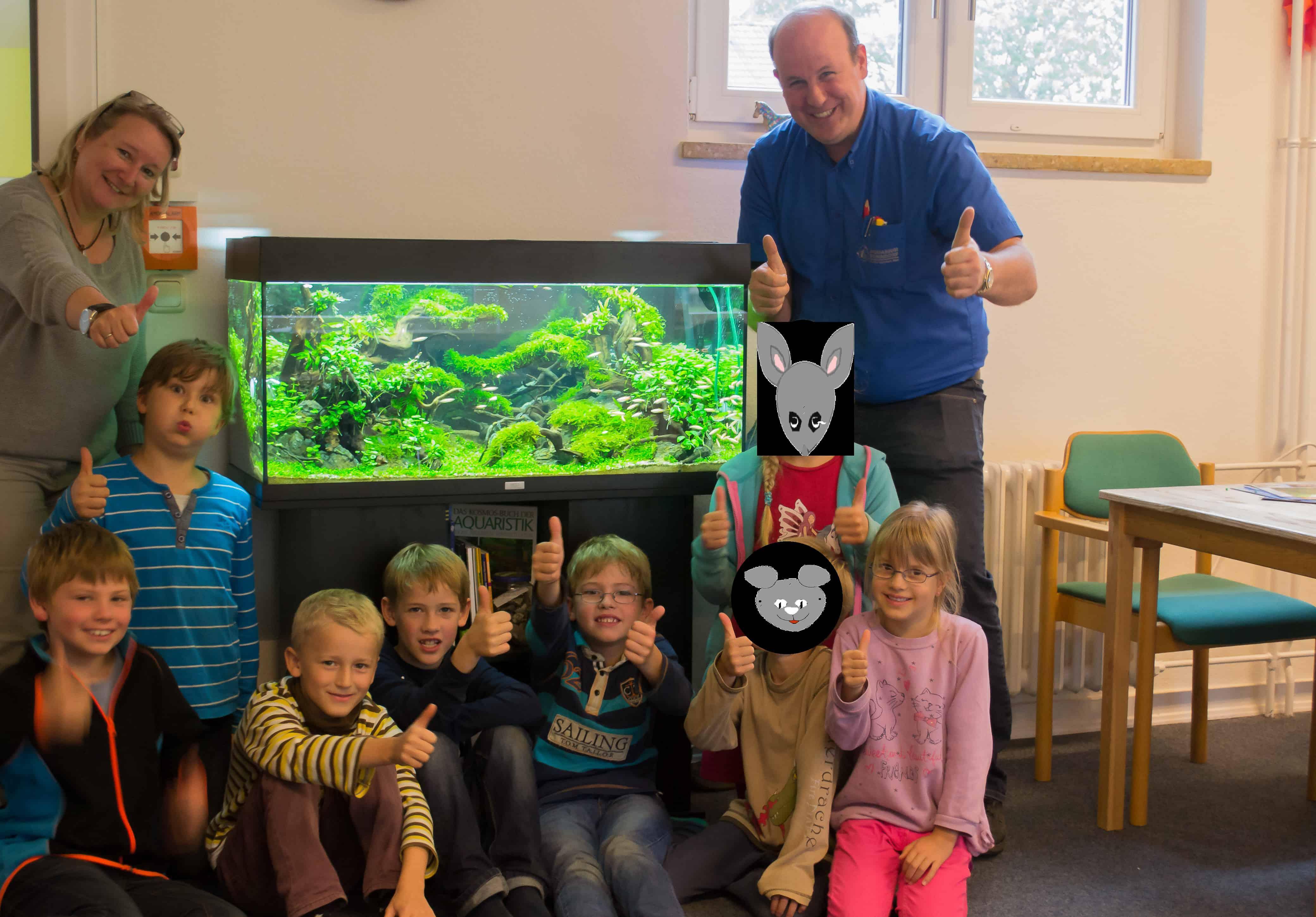 Schulaquarium de luxe - Frederic Fuss unterstützt Grundschule 1