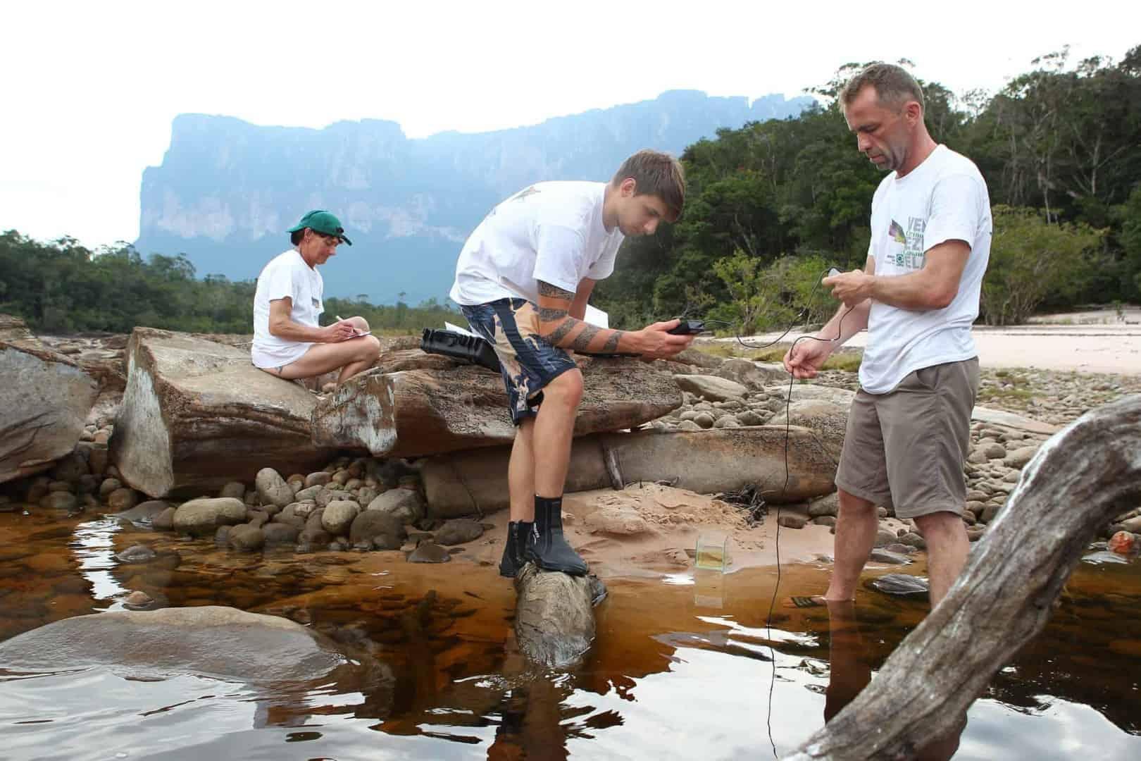 154 : Expeditionen zu den Biotopen der Aquarienfische Teil 2 (Heiko Blessin) 49